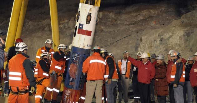 Los mineros chilenos recuerdan su rescate hace un año ...