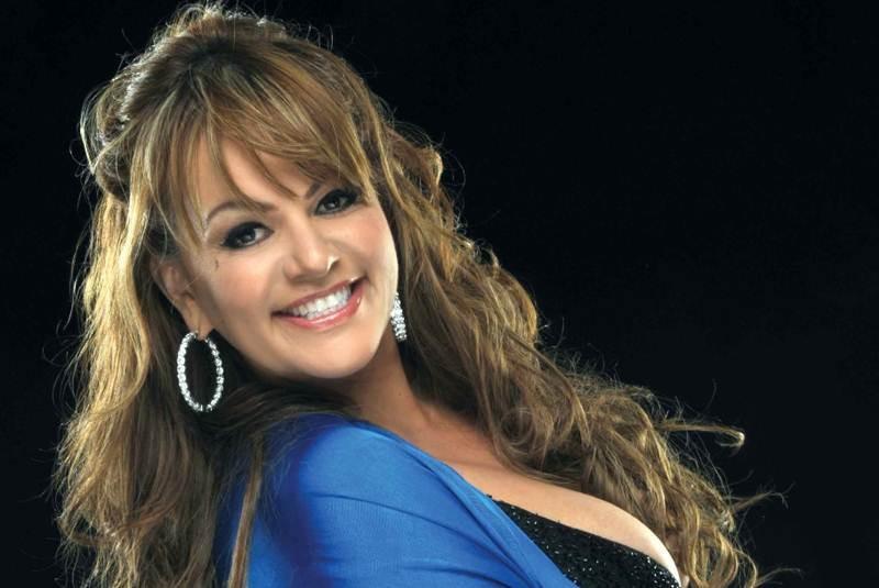 Titulo: Frases orgullosas para mujeres como Jenny Rivera Fuente: cieloalatierra.files.wordpress.com - jenni_rivera_libro_cobo-movil
