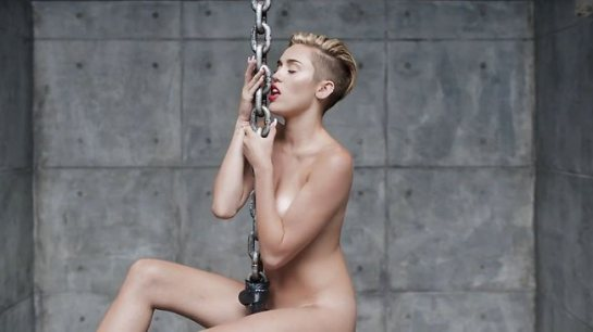 miley-cyrus-in-the-film-clip-for-her-new-song-wrecking-ball-