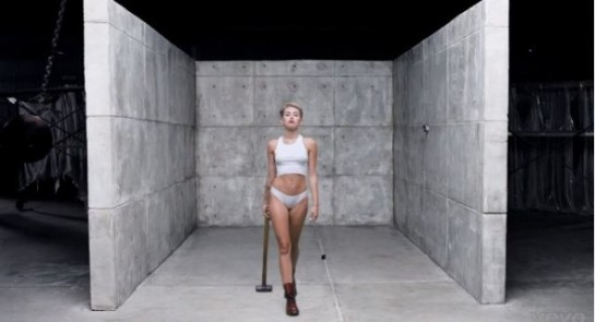 miley-cyrus-wrecking-ball-music-video-2-590x320