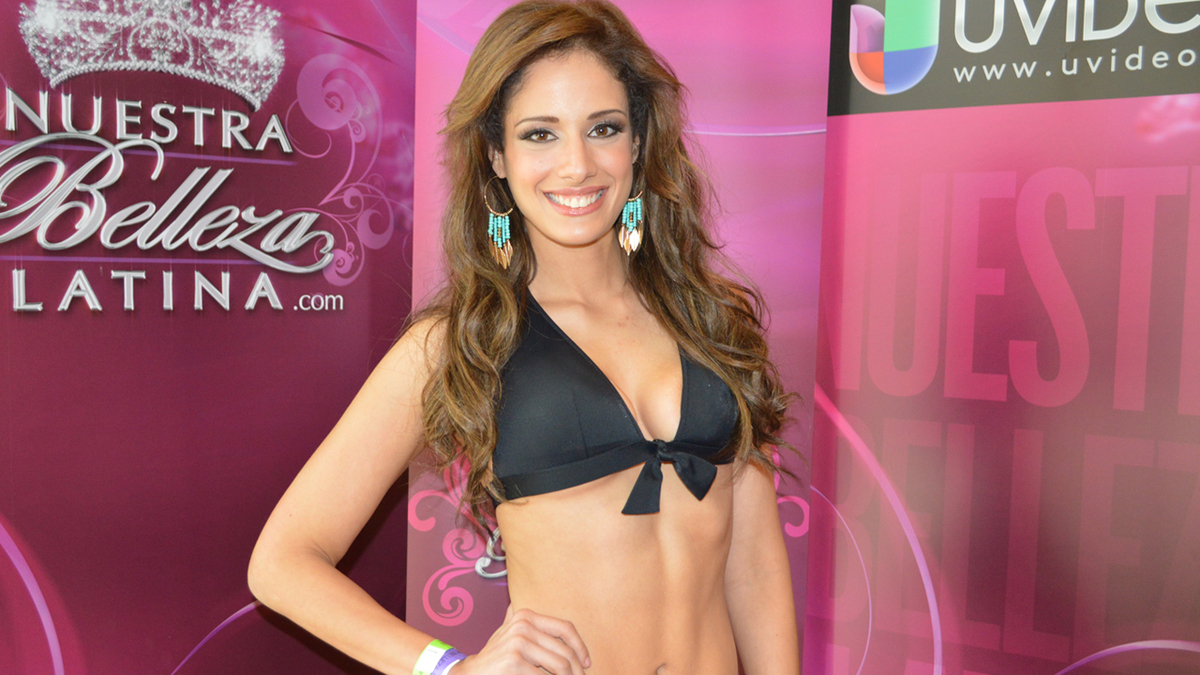 Alejandra mexicana le habla su mama pero no deja de coger - 2 part 7